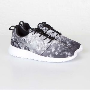 Nike | Roshe One Cherry Blossom Black & Grey